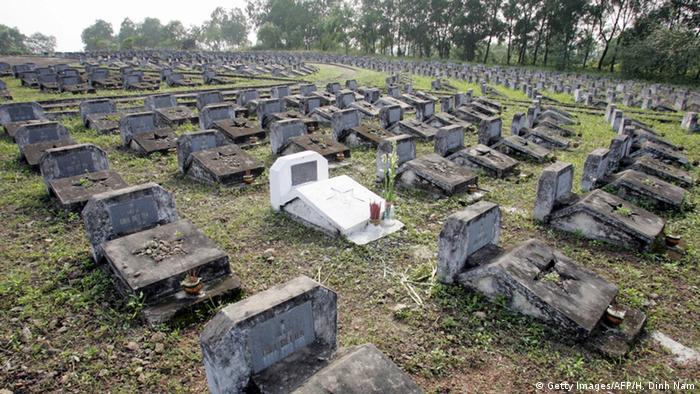 Vietnam Gräber von unbekannten Soldaten aus dem Krieg mit USA