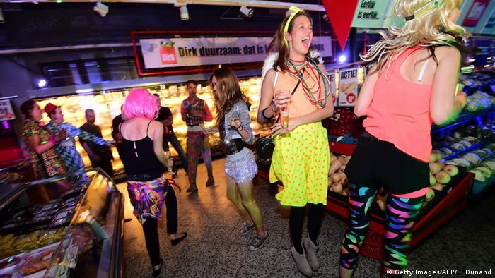 Вагин поп европе как отрываются на вечеринках девушки видео бабам оральный или