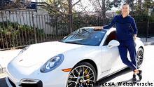 USA Los Angeles Tennisspielerin Maria Sharapova vor Porsche-Wagen