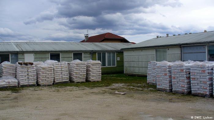 Dvorište izbjegličkog kampa koristi se i kao skladište za umjetno gnojivo