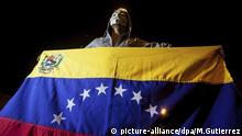 picture-alliance/dpa/M.Gutierrez epaselect epa05057835 An opposition masked man holds a Venezuelan national flag as supporters of Venezuelan opposition coalition Mesa de Unidad Democratica (MUD) celebrate the victory of the party in Caracas, Venezuela, early 07 December 2015, after the Venezuelan National Election Council's President, Tibisay Lucena (unseen), announced that MUD won the legislative election. The Venezuelan opposition won national elections by a landslide, the head of the election council said early 07 December, with at least 99 of the 167 seats confirmed for the alliance of the MUD. It was the first defeat of the socialist movement since its founder Hugo Chavez came to power in a 1998 election. EPA/MIGUEL GUTIERREZ