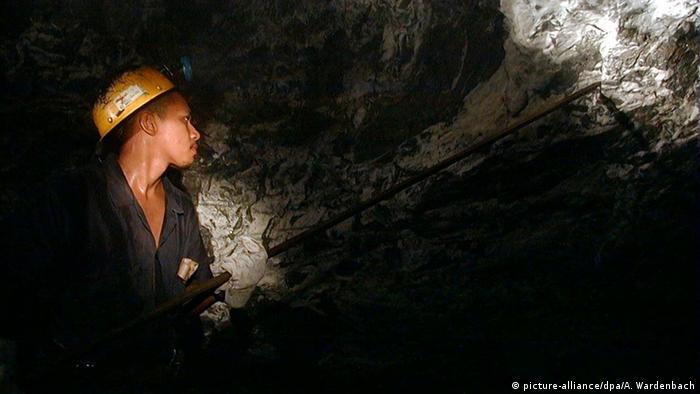 Minero en Venezuela, país en el que también se explota el oro. (archivo)