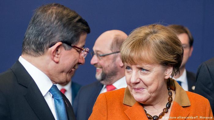 Brüssel EU-Gipfel Ahmet Davutoglu Angela Merkel (picture-alliance/dpa/T. Monasse)