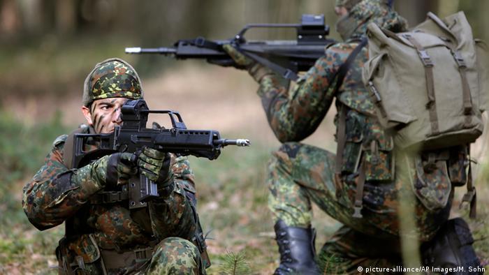Militärische Ausbildung für Kurden in Deutschland (picture-alliance/AP Images/M. Sohn)