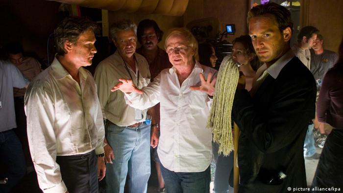 Wolfgang Petersen bei den Dreharbeiten zu 'Poseidon' (Foto: picture alliance/kpa)