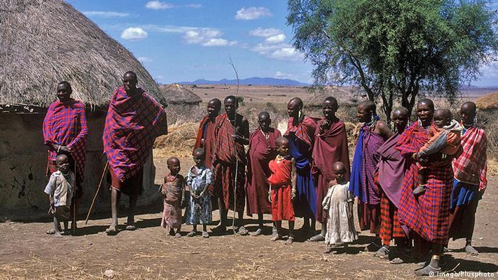 Tansania Ngorongoro-Kraters Massai-Großfamilie