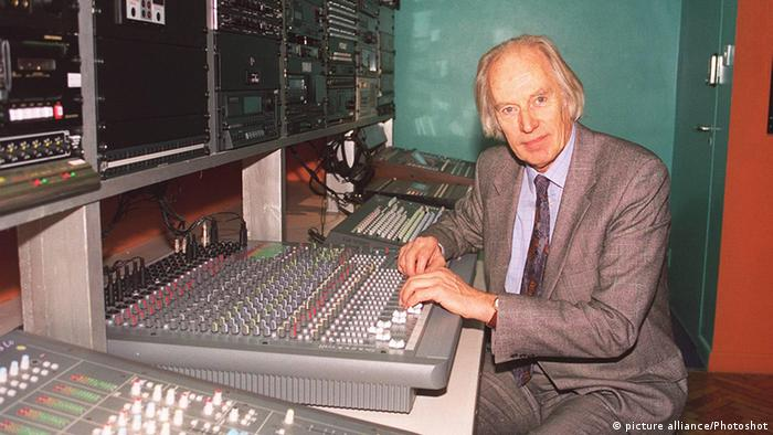 George Martin in the music studio, Copyright: picture alliance/Photoshot