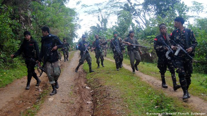 Philippinen Rebellen Moro National Liberation Front (picture-alliance/AP Photo/N. Butlangan)