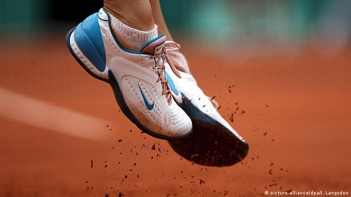 Frankreich Paris Scharapowa bei French Open Füße (picture-alliance/dpa/I. Langsdon)