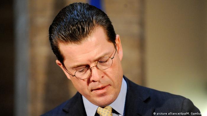Deutschland zu Guttenberg Rücktritt