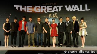 The US-Chinese team from 'The Great Wall' at their first press conference in 2015 (picture-alliance/dpa)