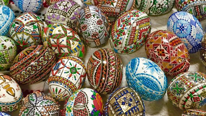 Ouă pascale încondeiate