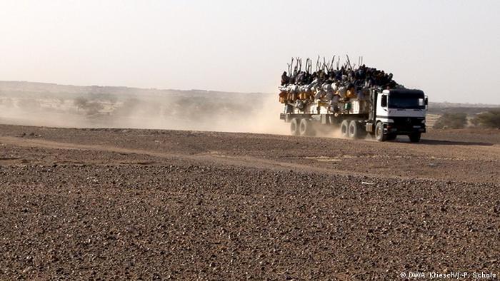 Niger Agadez Bild 8: LKW mit Migranten verlässt Agadez