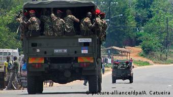 Mosambik Sadjundjira Sicherheitskräfte attackieren Renamo Anhänger