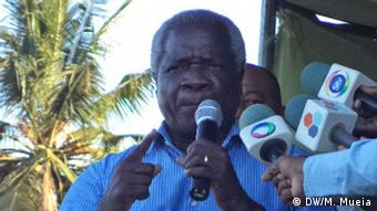 Mosambik Afonso Dhlakama - Rede in Quelimane (DW/M. Mueia)