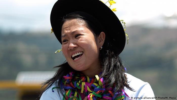 Peru′s Fujimori signs pledge to avoid authoritarian ways ...