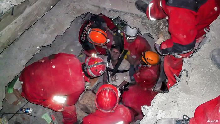Türkei AKUT freiwilliger Such- und Rettungsverein Erdbeben in Van/Ercis