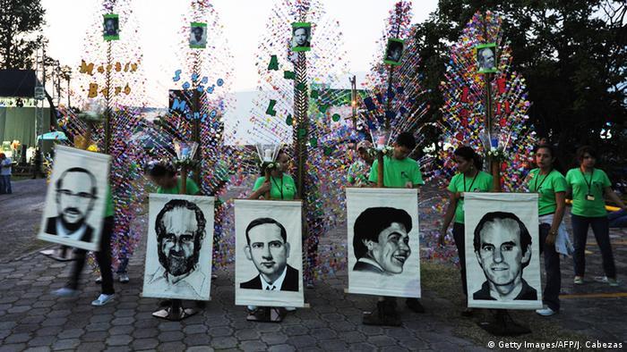 Jahrestag Mord an sechs spanischen Jesuiten-Priestern 1989 (Getty Images/AFP/J. Cabezas)