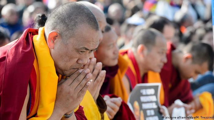 Pro-Tibet Aktivisten erwarten Dalai Lama in Genf