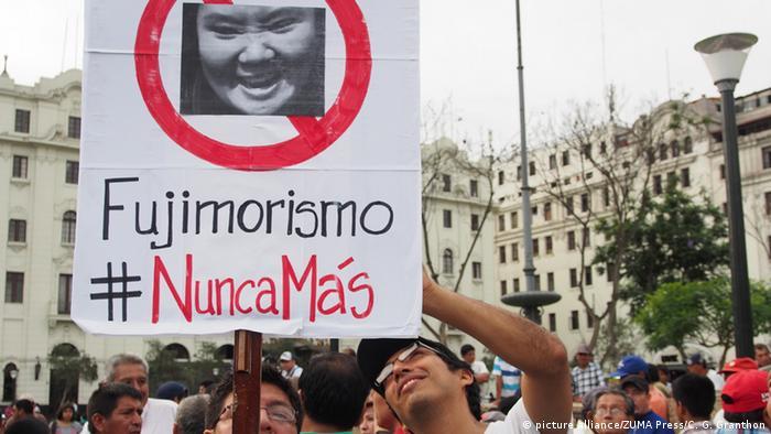 Peru Demo gegen die Kandidatin Keiko Fujimori