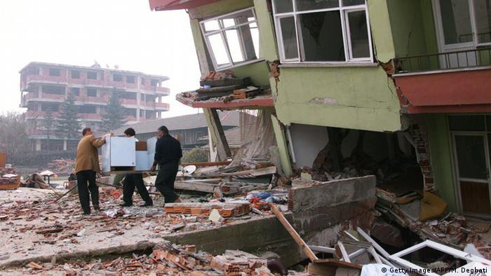 Türkei Erdbeben 1999 (Getty Images/AFP/M. Deghati)