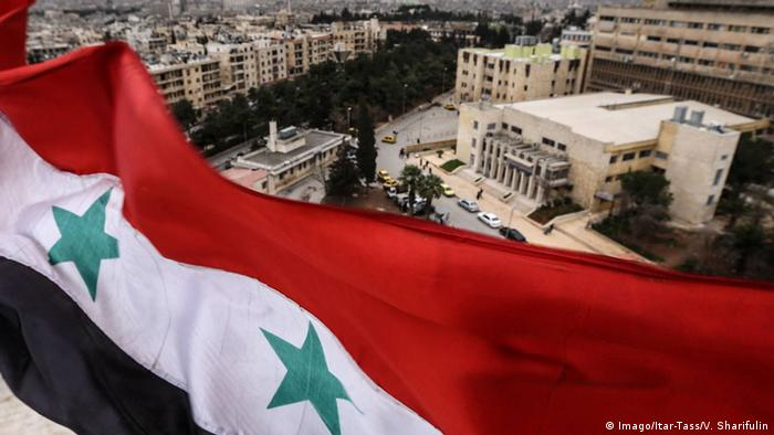 Syrien Syrische Flagge über Aleppo