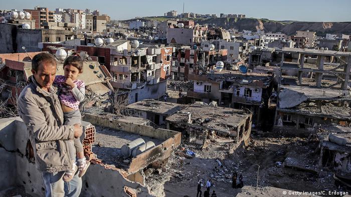 Cizre'de şiddetli çatışmaların ardından mart ayında çekilmiş bir fotoğraf.