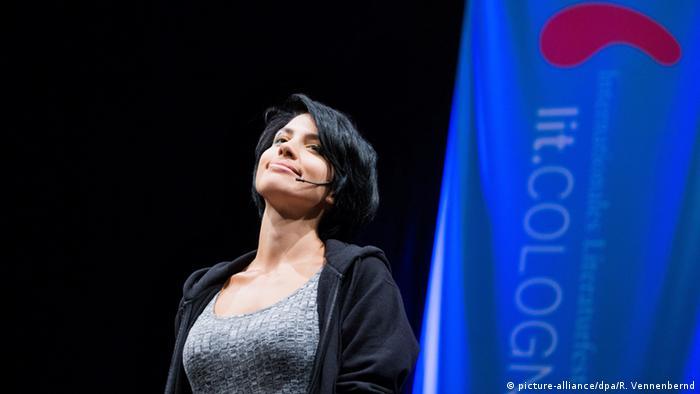 Надежда Толоконникова выступает на литературном фестивале в Кельне