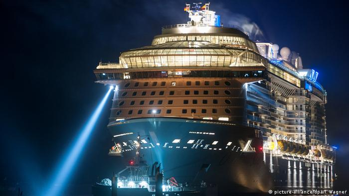 Meyer Werft in Papenburg: Ovation of the Seas (picture-alliance/dpa/I. Wagner)