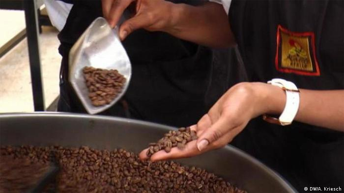 Africa on the move Beitrag Coffee culture goes Nigeria (DW/A. Kriesch)