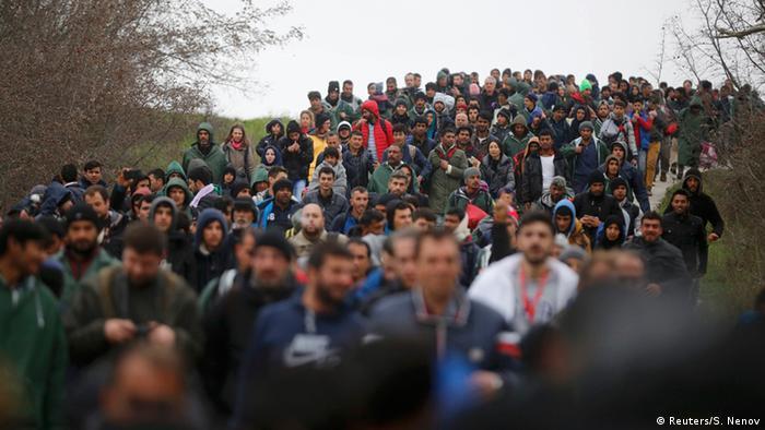 Menschenmenge marschiert (Foto: reuters)