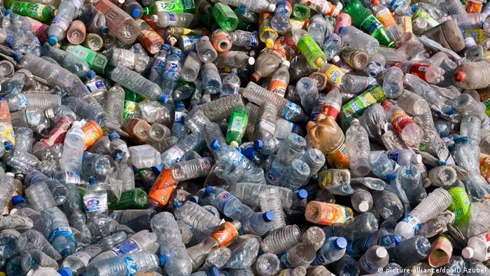 """Cientistas desenvolvem enzima que """"come"""" plástico"""