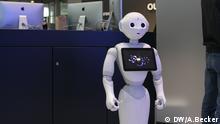 Titel: Cebit 2016 Bildbeschreibung: Ein Roboter der Firma Aldebaran auf der Digitalmesse Cebit 2016 DW/A.Becker