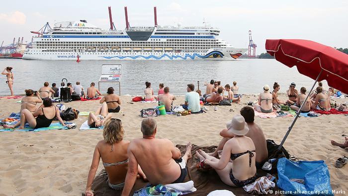 Hamburg Aidabella Kreuzfahrtschiff (picture-alliance/dpa/B. Marks)