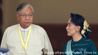 Aung San Suu Kyi und der neue Präsident Htin Kyaw (Foto: AP)