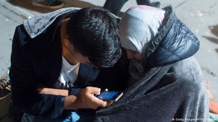 беженцы со смартфоном