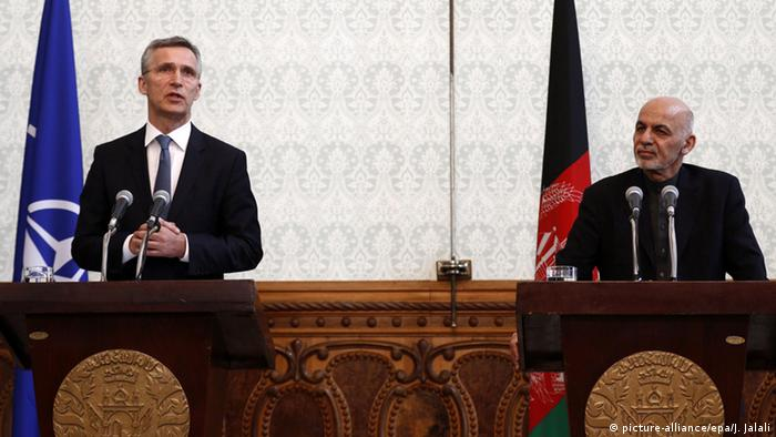 NATO Secretary General Stoltenberg, shown here with Afghan President Ashraf Ghani (picture-alliance/epa/J. Jalali)