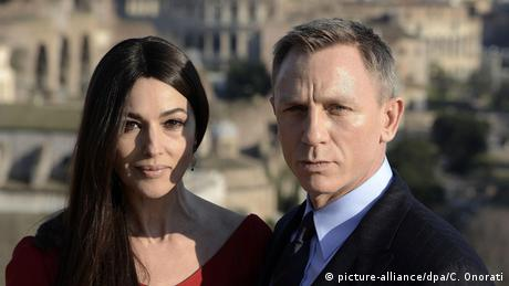 Bond-Girl Monica Bellucci und Bonddarsteller Daniel Craig (picture-alliance/dpa/C. Onorati)