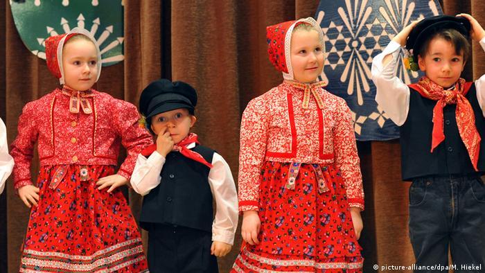 Дети в традиционных лужицких костюмах