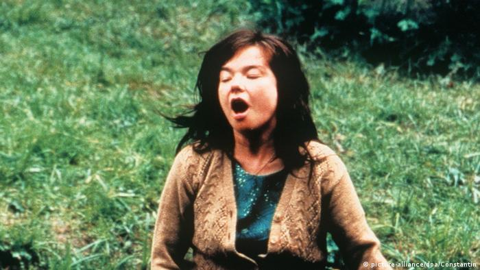 Filmstill of Björk singing in 'Dancer in The Dark' (picture-alliance/dpa/Constantin)