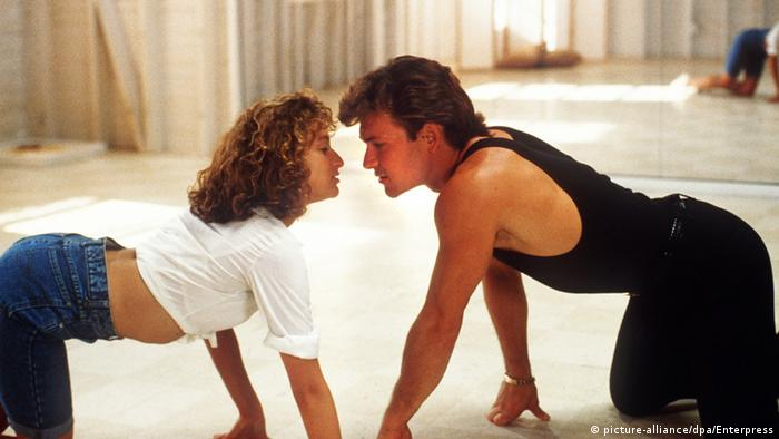 Film still of Jennifer Grey and Patrick Swayze in Dirty Dancing (picture-alliance/dpa/Enterpress)