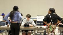 15.3.2016 *** Photos were taken at a polling station in St. Bernard, Ohio. Wähler im Wahllokal in St. Bernard Copyright: DW/S. Kimball