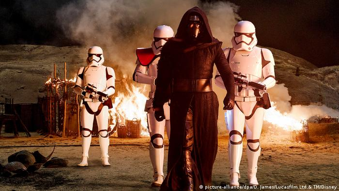 Filmszene Star Wars Krieg der Sterne (picture-alliance/dpa/D. James/Lucasfilm Ltd.& TM/Disney)