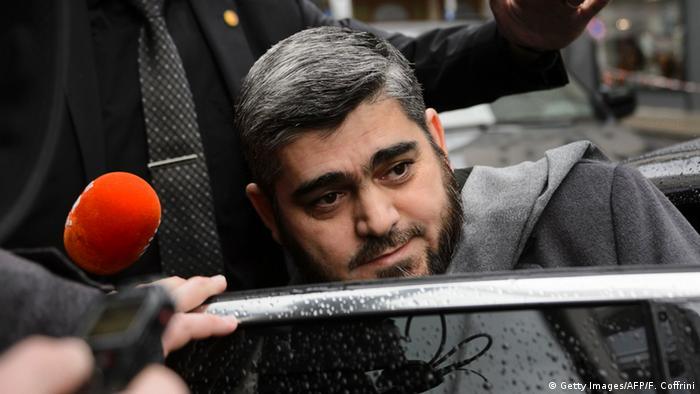 Allusch steigt ins Auto (Foto: Getty Images/AFP/F. Coffrini)