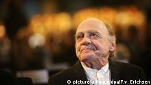 ARCHIV - Swiss actor Bruno Ganz smiles after being awarded with the Carl-Zuckmayer Medal at the state theatre in Mainz, Germany, 18 January 2015. The medal of the state of Rhineland-Palatinate has been awarded since 1979. Photo: Fredrik von Erichsen/dpa (zu dpa «Schauspieler Ganz: Die Geschichte von «Heidi» ist herzzerreißend» vom 06.12.2015) +++(c) dpa - Bildfunk+++ © picture-alliance/dpa/F.v. Erichsen