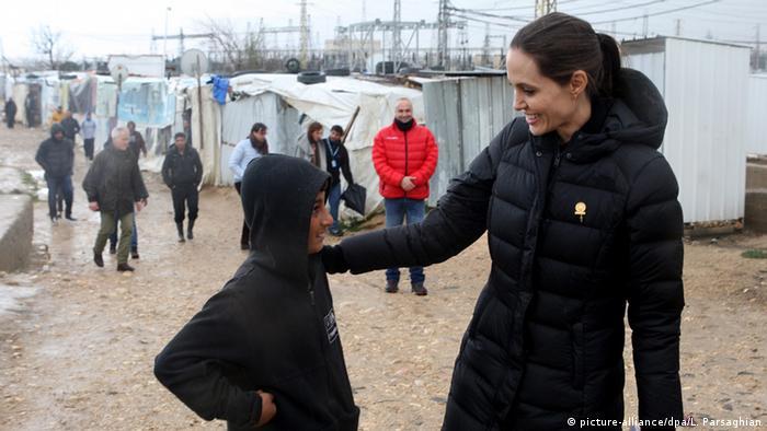Angelina Jolie in einem Flüchtlingscamp in der Nähe von Zahleh in Libanon