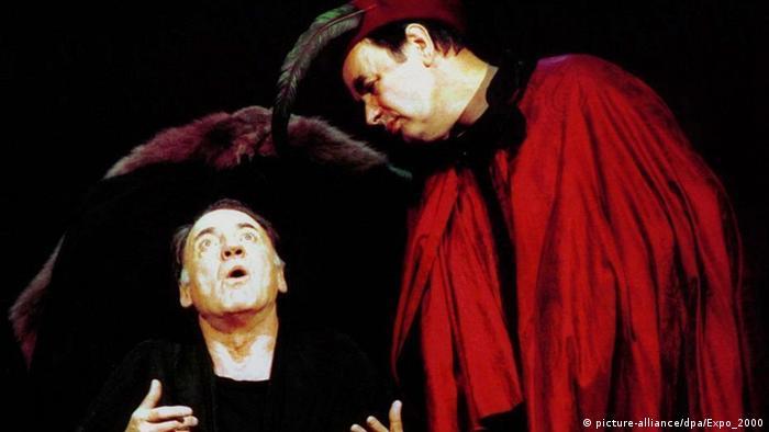 Fausto (Bruno Ganz) e Mefisto (Robert Hunger-Bühler)