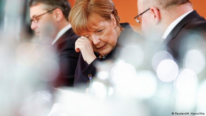 Ангела Меркель среди еще оставшихся ей верными министров