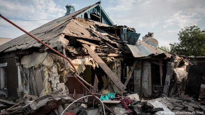 Разрушенный дом в Горловке