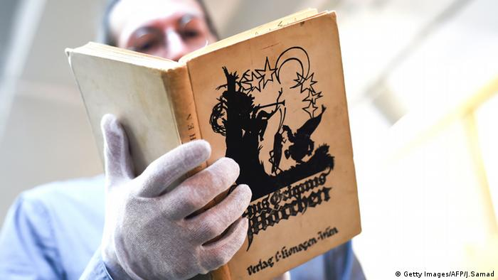 Anne and Margot Frank's book of Grimm's fairytales, Copyright: Getty Images/AFP/J.Samad